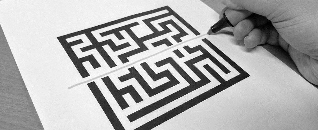 Maze pattern and pen